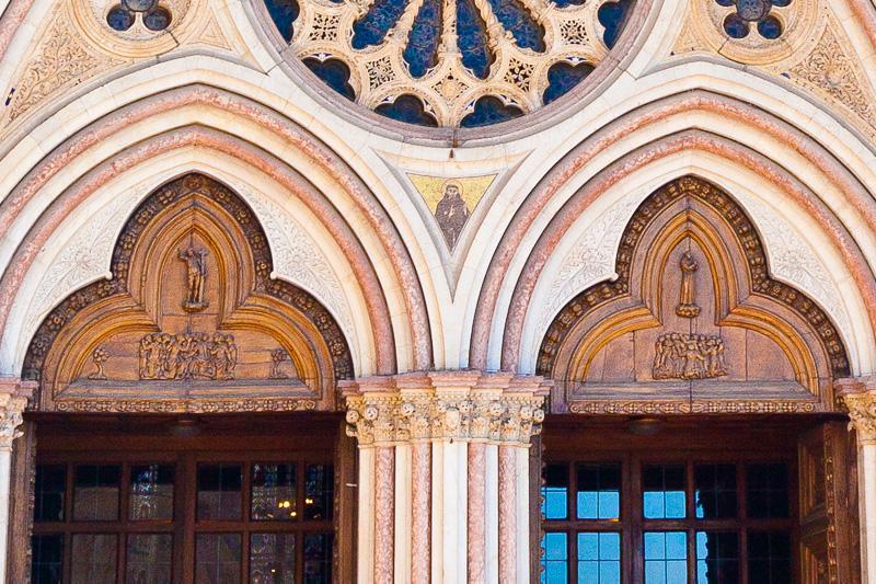 Portale gotico della Basilica inferiore