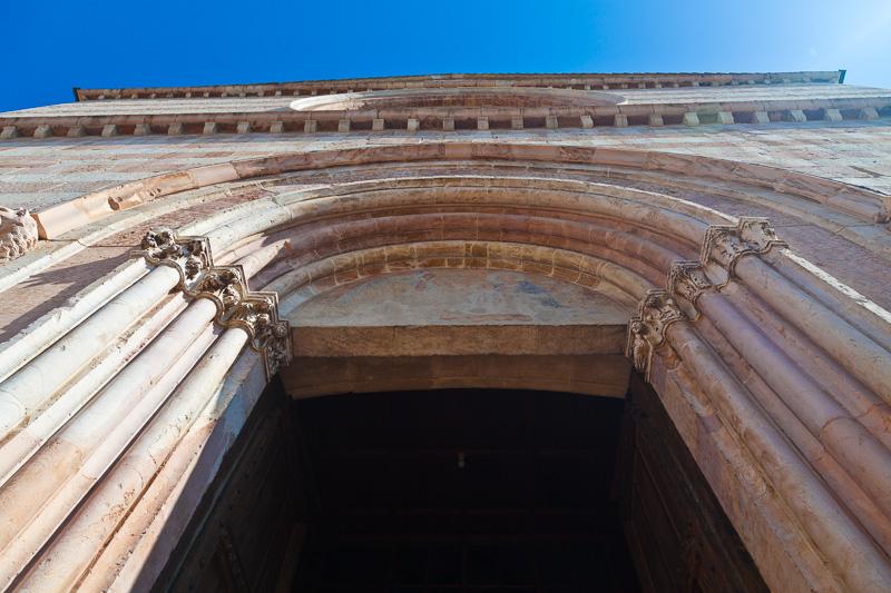 Il portale della Basilica di Santa Chiara