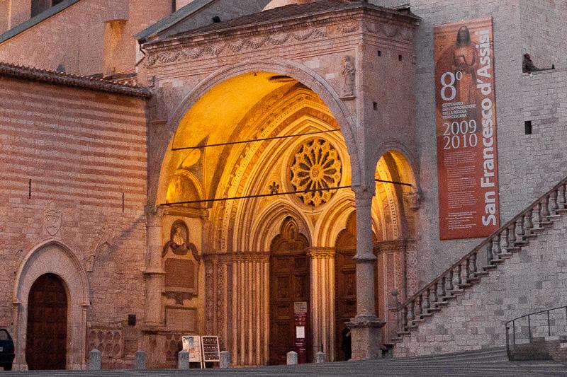 Il portale gotico e il protiro rinascimentale di Francesco di Bartolomeo