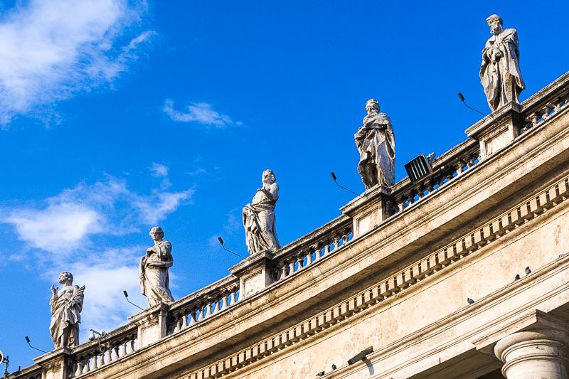 Statue del colonnato di San Pietro