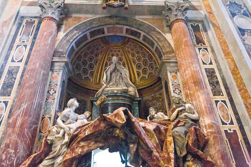 Sepolcro di Alessandro VII Chigi