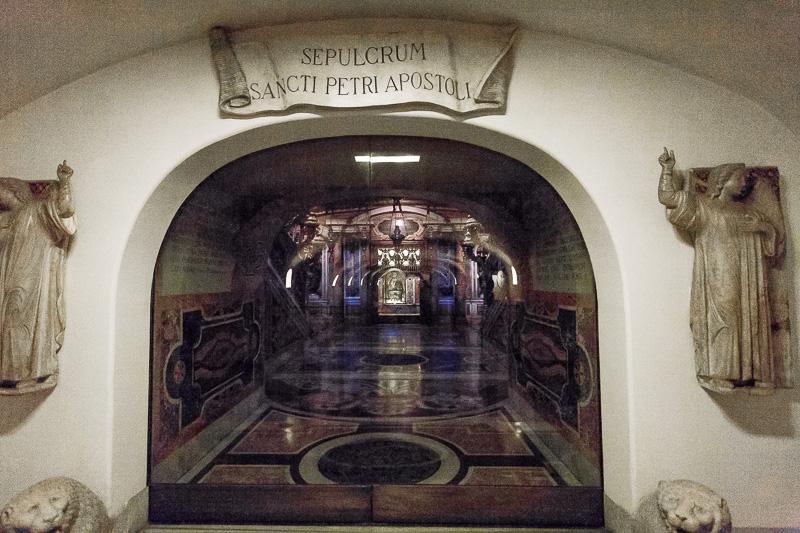 Il sepolcro di San Pietro apostolo nelle Grotte Vaticane