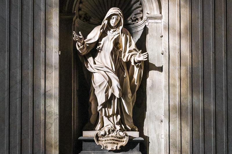 La statua di Santa Giuliana Falconieri