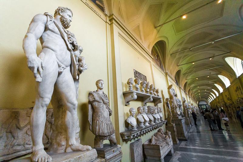 La statua di Ercole e Telefo nei Musei Vaticani