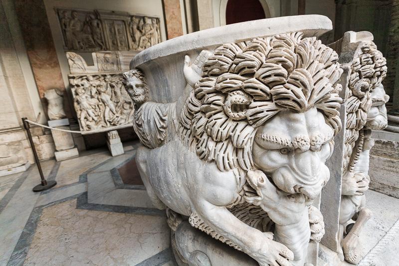 Scultura di due leoni