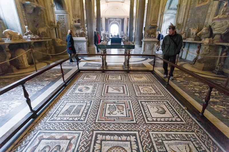 Pavimento nella sala degli animali del museo Pio Clementino
