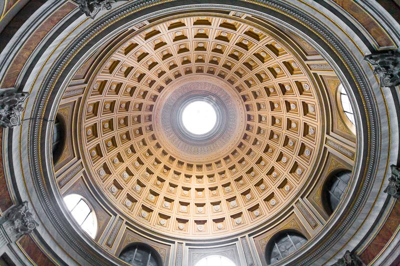 La cupola della sala rotonda nel museo Pio Clementino