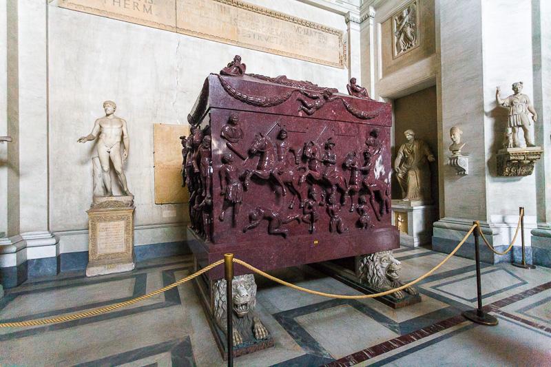 Sarcofago di Elena nel museo Pio Clementino