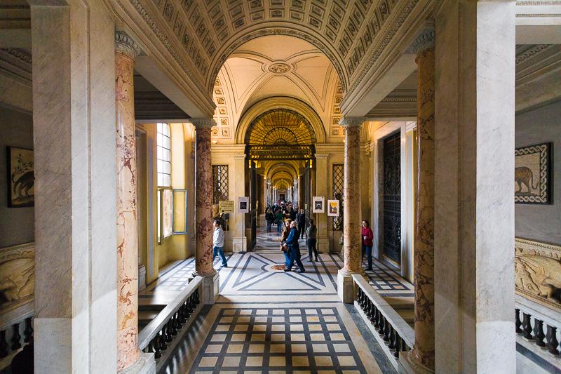 La scala Simonetti nel museo Pio Clementino