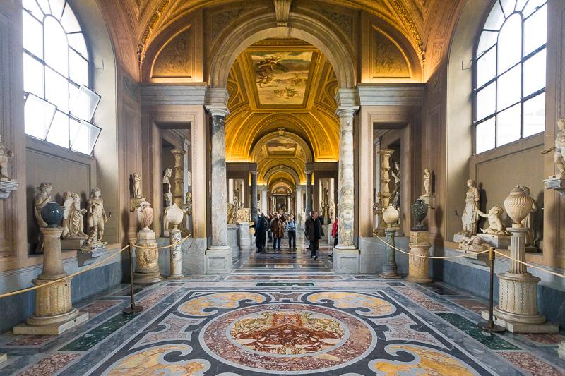 Galleria dei Candelabri del museo Pio Clementino