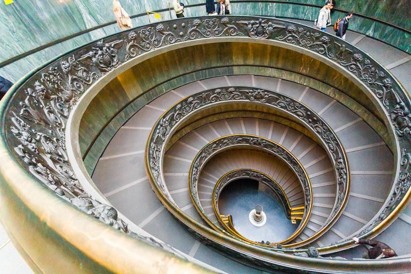 La scala a doppia elica dei Musei Vaticani