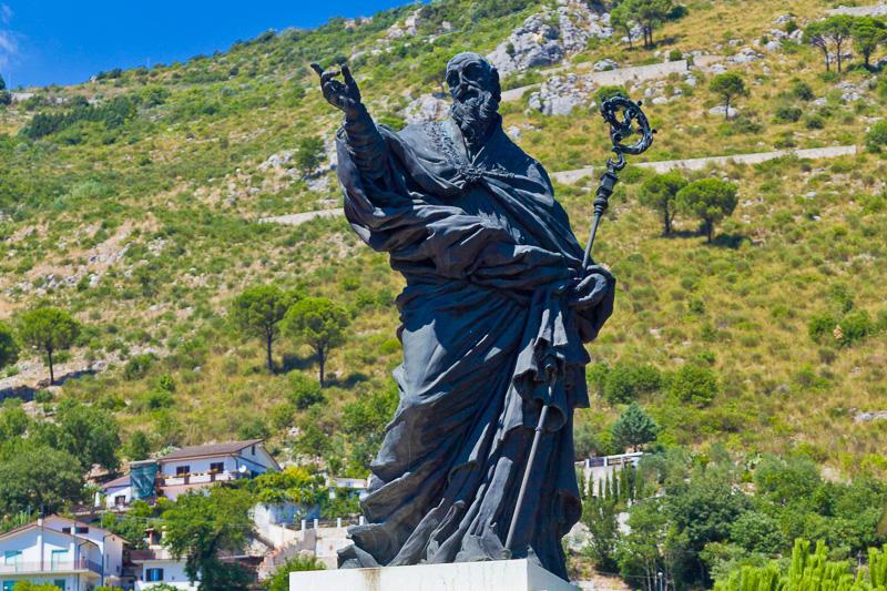 La statua di San Benedetto