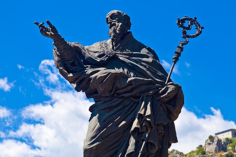 La statua bronzea di San Benedetto
