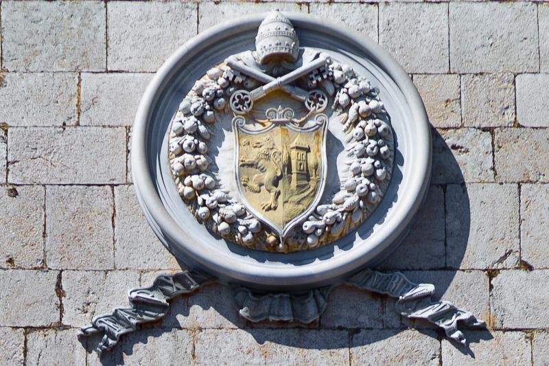 Lo stemma abbaziale di Montecassino