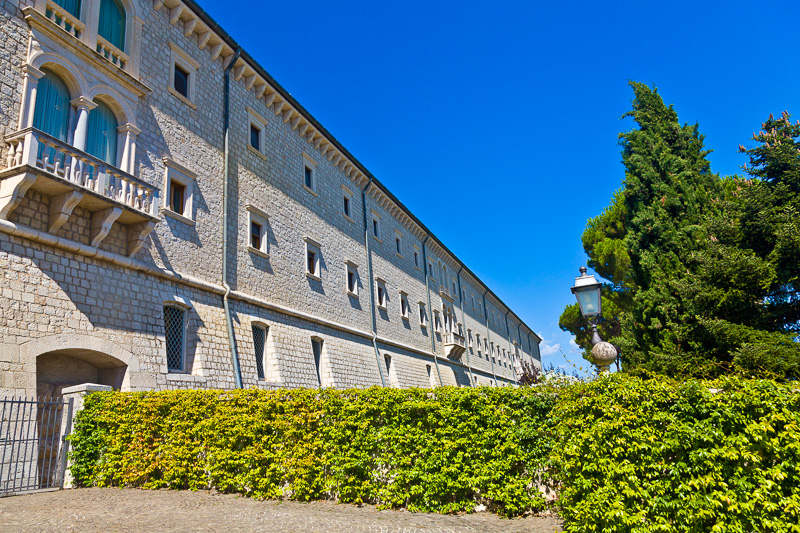 La facciata meridionale dell'abbazia di Montecassino