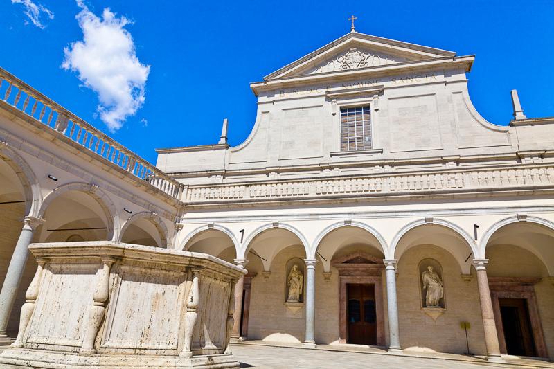 Basilica nel chiostro dei Benefattori