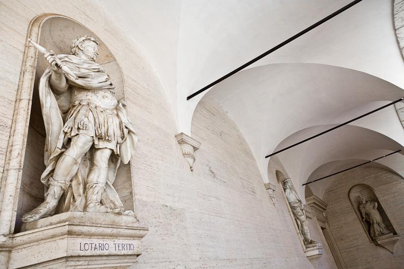 La statua di Lotario Tertio