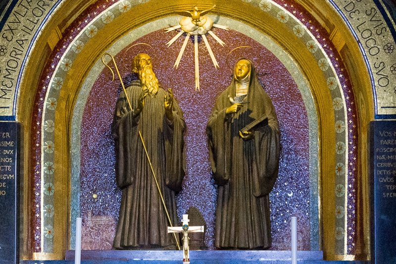 Le statue di San Benedetto e Santa Scolastica in estasi