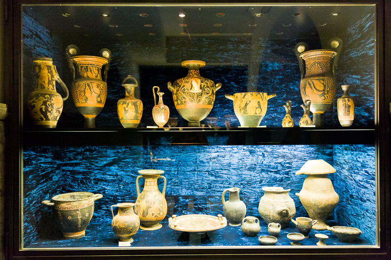 Anfore corinzie, apule e vasi etruschi