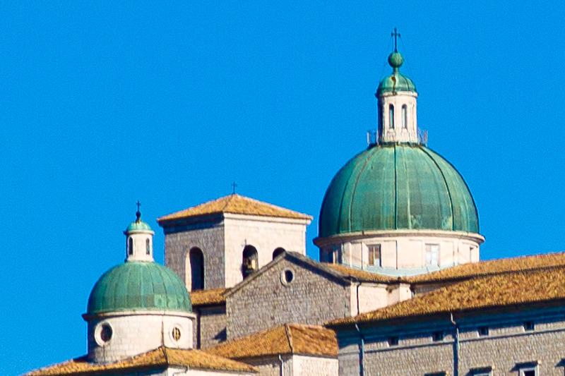 Le due cupole del monastero benedettino