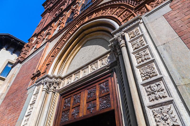 Il portale della chiesa di Santa Maria in strada