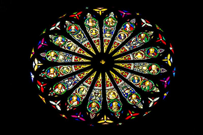 Le vetrate del rosone del Duomo