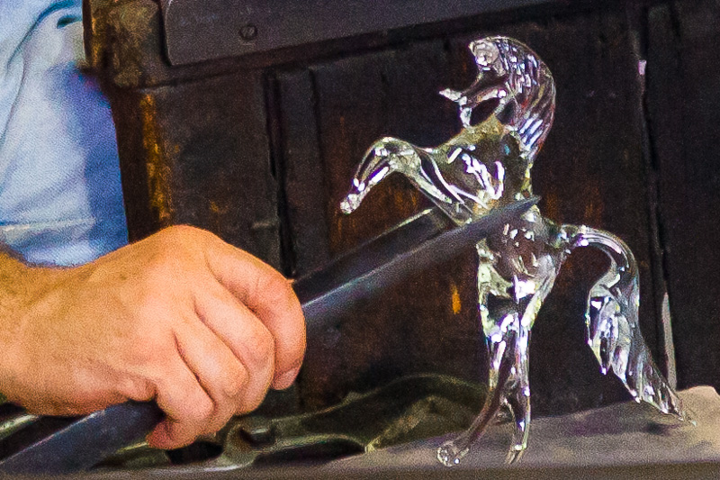Un cavallo rampante in vetro di Murano