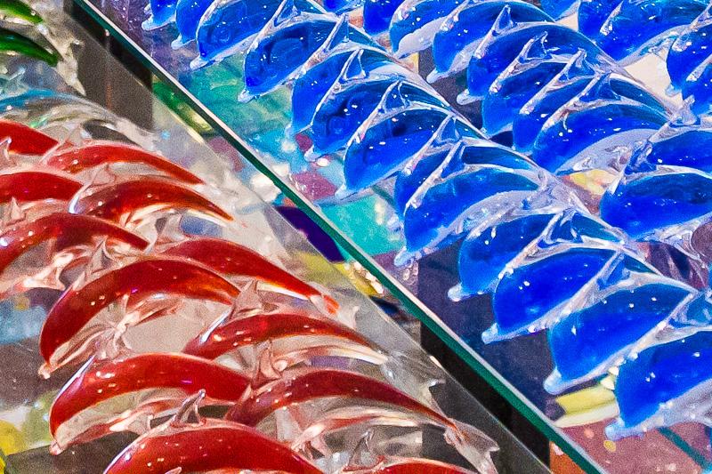 Delfini colorati in vetro soffiato di Murano