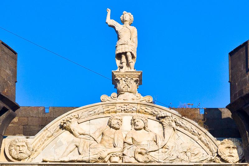 Statua di Alfonso d'Aragona
