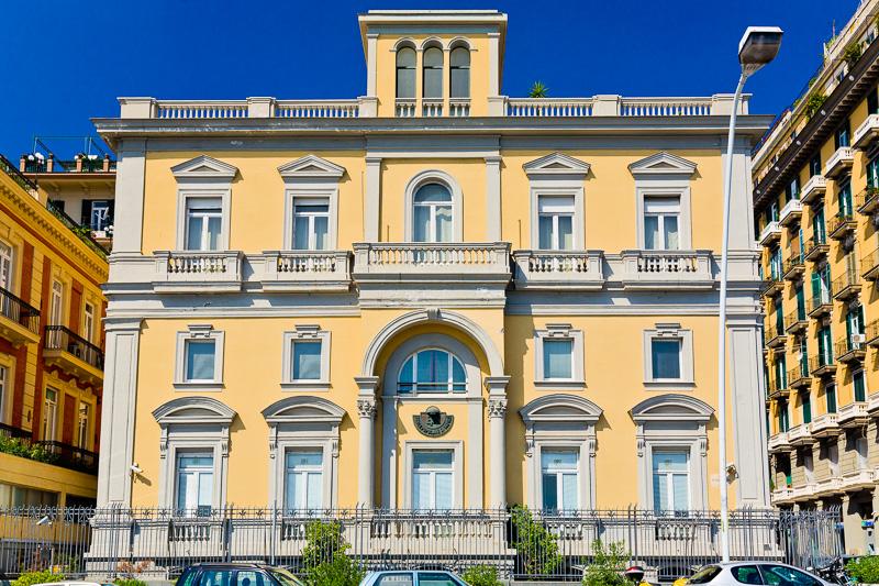 Il palazzo della Banca Popolare di Napoli