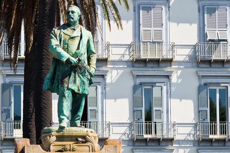 Statua di Giovanni Nicotera