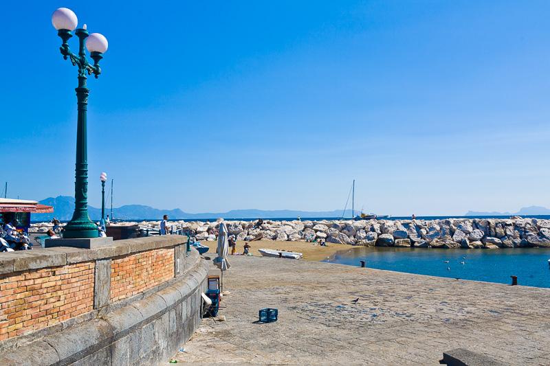 La spiaggetta di via Frencesco Caracciolo