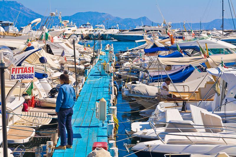 Barche ormeggaite al Porto di Margellina