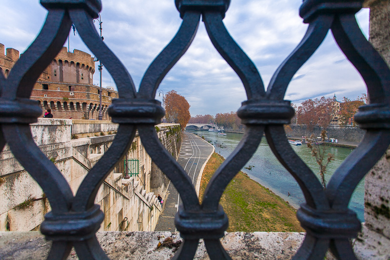 Le grate del ponte Vittorio Emanuele II