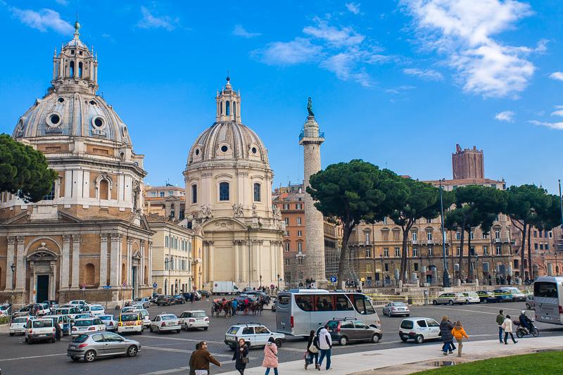 La chiesa di Santa Maria di Loreto e la chiesa del Santissimo Nome di Maria al Foro Traiano