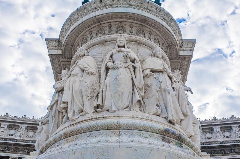 Le statue allegoriche di tre (Firenze, Torino e Venezia)