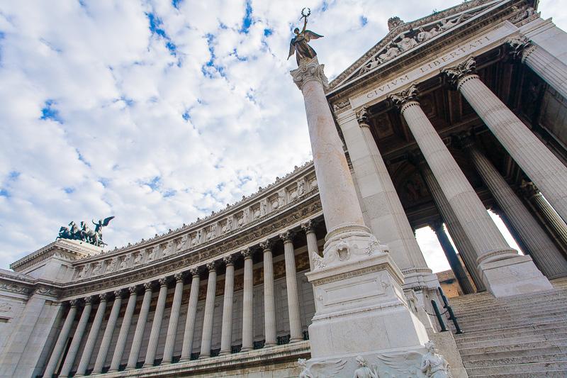 Il portico neoclassico del Vittoriano