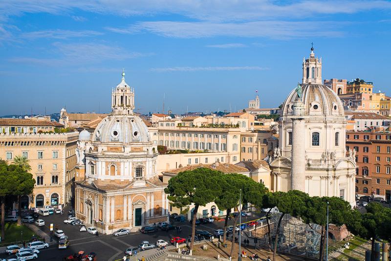 Le due chiese mariane in piazza Venezia