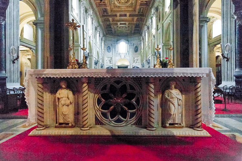 L'altare papale della basilica di San Giovanni in Laterano