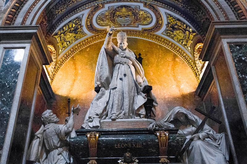 La tomba monumentale di papa Leone XIII