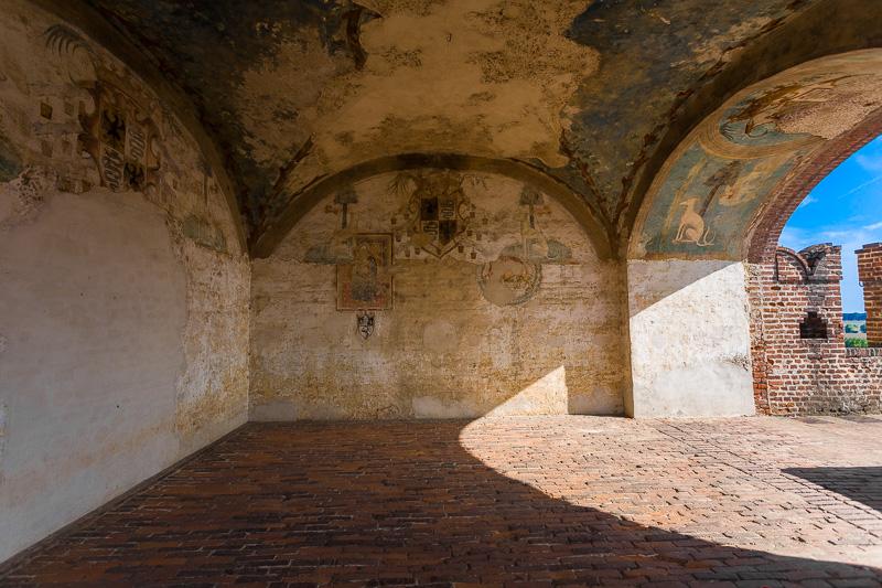 Antiche mura della torre