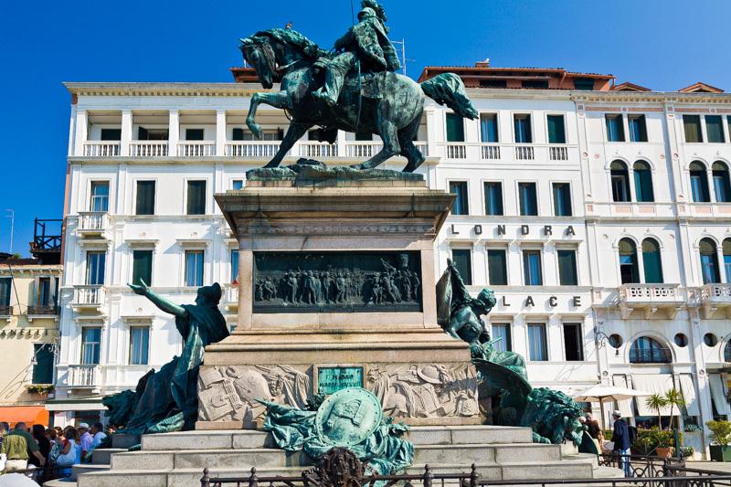 Monumento dedicato a Vittorio Emanuele II