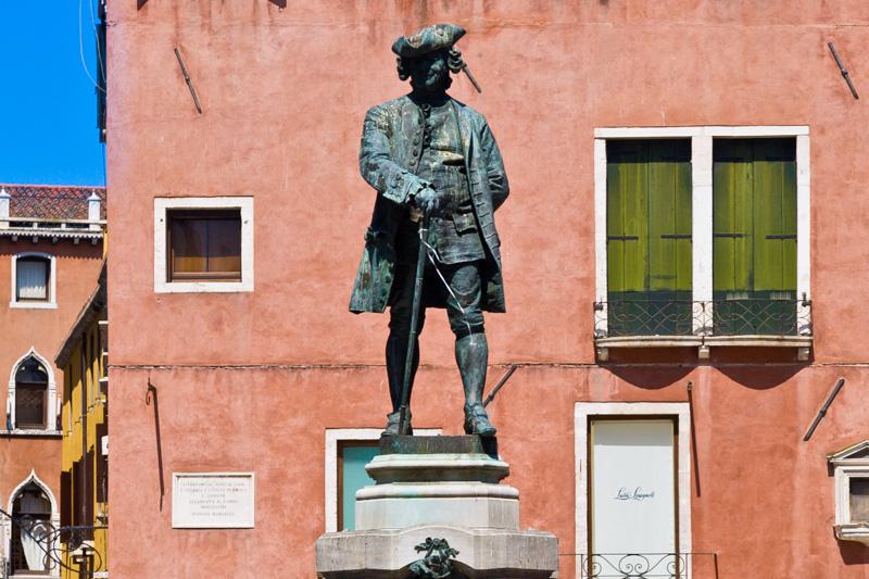 Statua di Carlo Goldoni