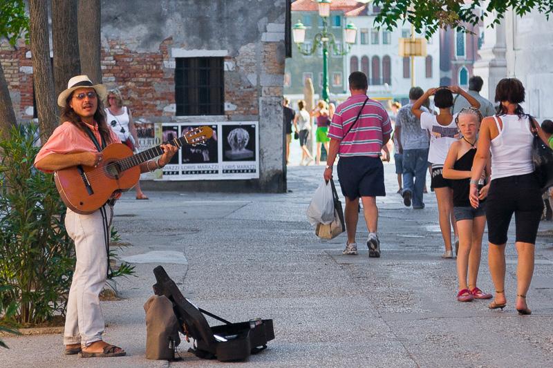 Un musicista ambulante