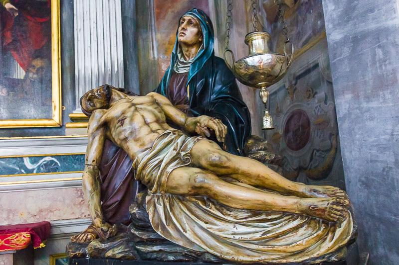 Statua della deposizione di Cristo